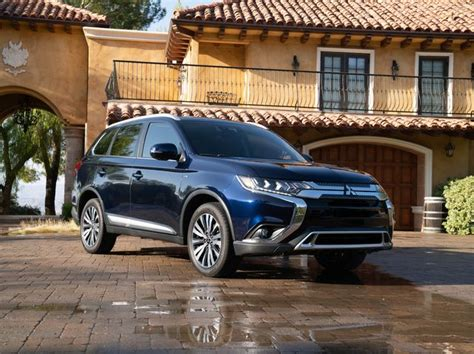 2020 Mitsubishi Outlander Review, Pricing, and Specs